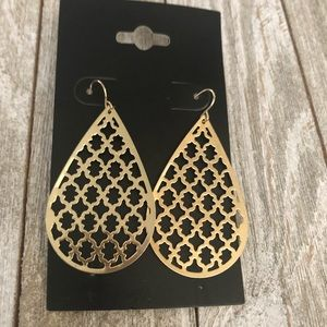 💚Elegant Gold cutout Earrings 💚